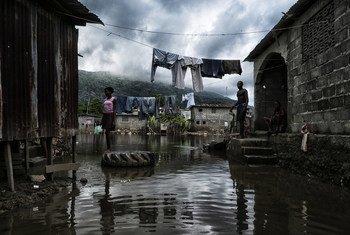 हैती में बाढ़ से हुए नुक़सान का दृश्य.
