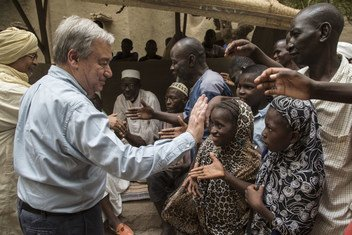 El Secretario General visita la Misión Multidimensional Integrada de Estabilización de las Naciones Unidas Mali en 2018.