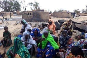 Wanakijiji kutoka  Ogossagou,  jimbo la  Mopti  nchini Mali baada ya shambulio lililosababisha vifo vya zaidi ya watu 100 na kujeruhi wengi. (Picha ya maktaba)