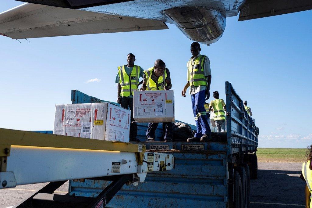 2019年4月2日,一批援助物资——霍乱疫苗经空运抵达莫桑比克的贝拉机场。