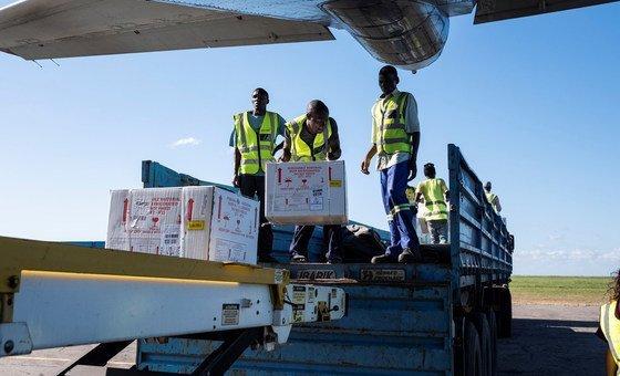 Vacinas contra a cólera chegam ao aeroporto de Beira, em Moçambique