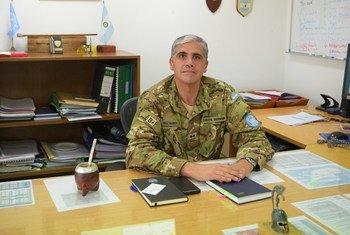 El teniente coronel argentino Jorge Frías en las dependecias de la Fuerza de las Naciones Unidas para el Mantenimiento de la paz en Chipre (UNFICYP).