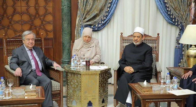 António Guterres con el gran imán de la mezquita Al-Azhar en El Cairo