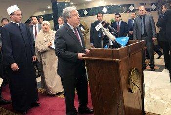 Secretário-geral da ONU, António Guterres, discursa na mesquita al-Azhar no Cairo.