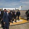 Le Secrétaire général de l'ONU, António Guterres, et son envoyé pour la Libye, Ghassan Salame, arrivent à Tripoli, accueillis par le Secrétaire adjoint aux affaires politiques du ministère libyen des affaires étrangères, Lutfi Almughrabi.