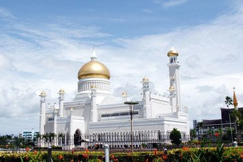 A view of Sultan Omar Ali Saifuddien Mosque in Bandar Seri Begawan, Brunei.