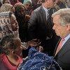 Le 4 avril 2019, le Secrétaire général de l'ONU, António Guterres, rencontre des réfugiés et migrants dans un centre de détention à Tripoli, en Libye.