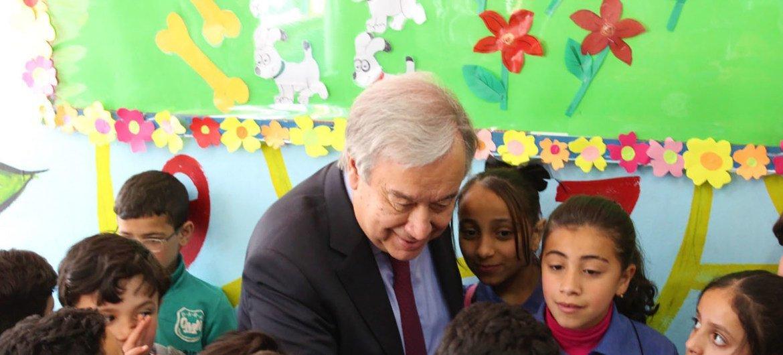Secretário-geral visita escola para refugiados palestinos na Jordânia