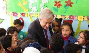 Генеральный секретарь ООН посетил лагерь БАПОР с палестинскими беженцами в городе Эль-Бака