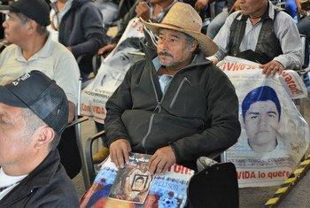 Familiares de los jóvenes desaparecidos en Ayotzinapa.