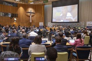 La Présidente de l'ECOSOC et l'Envoyée du Secrétaire général de l'ONU pour la jeunesse lors du 8e Forum de la jeunesse au siège des Nations Unies à New York
