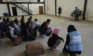 Des migrants dans un centre de détention à Tripoli, en Libye.