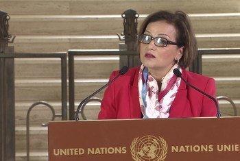 كبيرة مستشاري المبعوث الخاص إلى سوريا نجاة رشدي تتحدث إلى الصحفيين في جنيف.