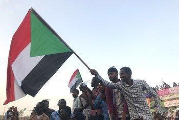 Des manifestants dans les rues de la capitale soudanaise, Khartoum en avril 2019.