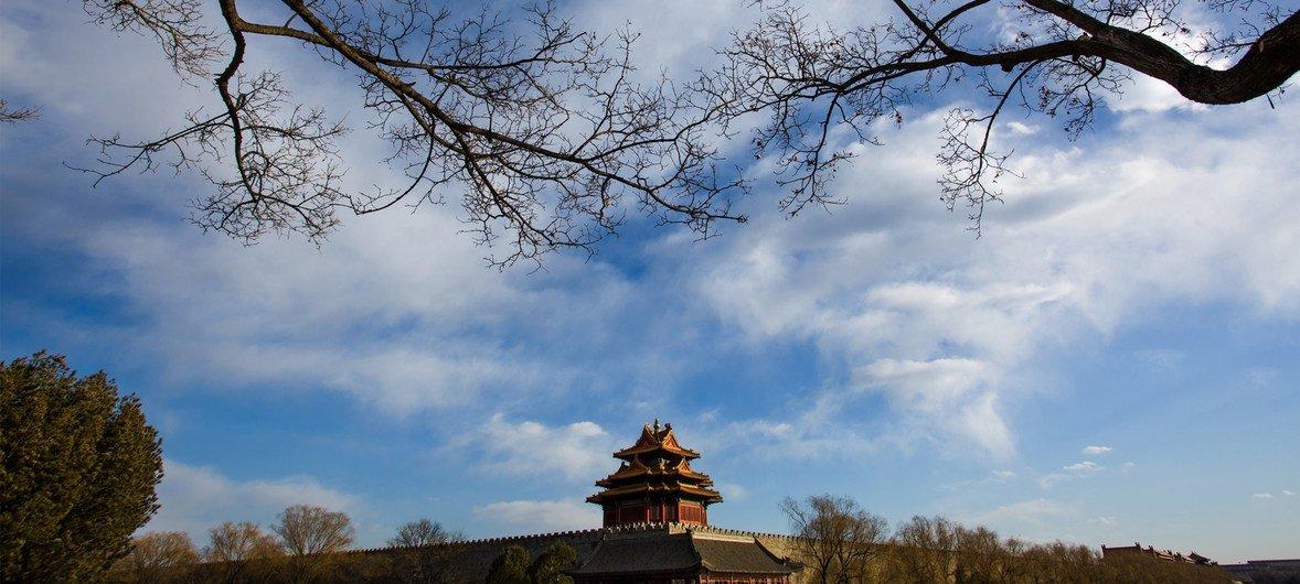 晴朗冬日的北京故宫角楼。