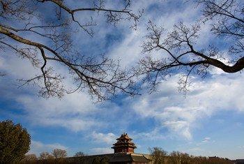 Céu azul e limpo na cidade de Pequim, na China