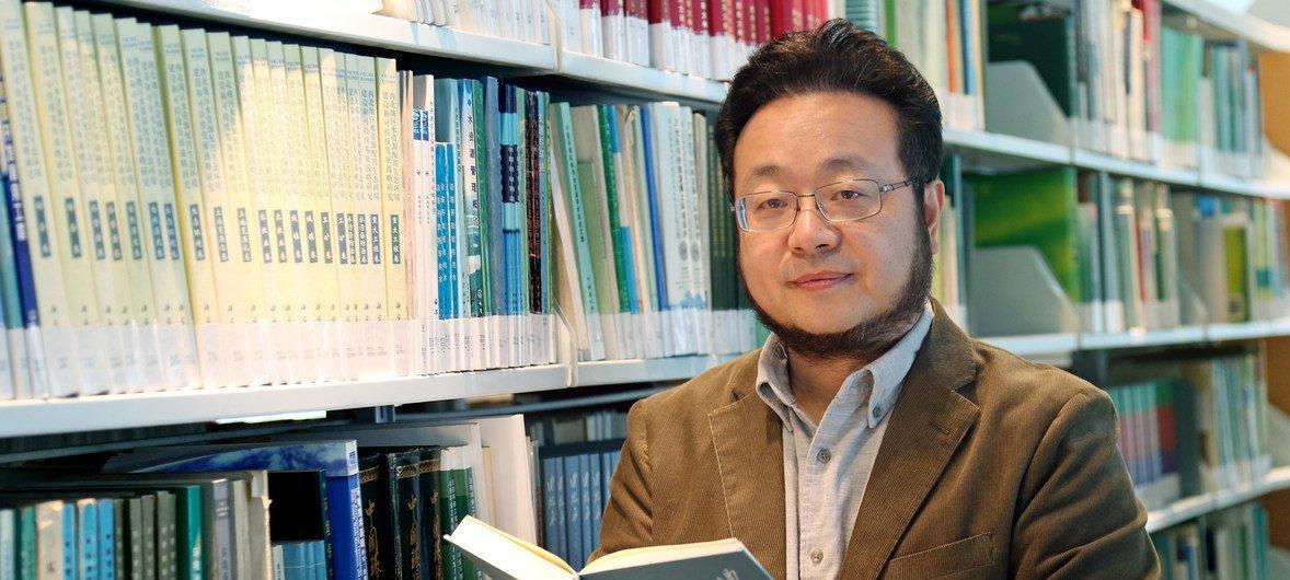 清华大学环境学院院长、中国工程院院士,《北京二十年大气污染治理历程与展望》报告主要作者贺克斌教授。