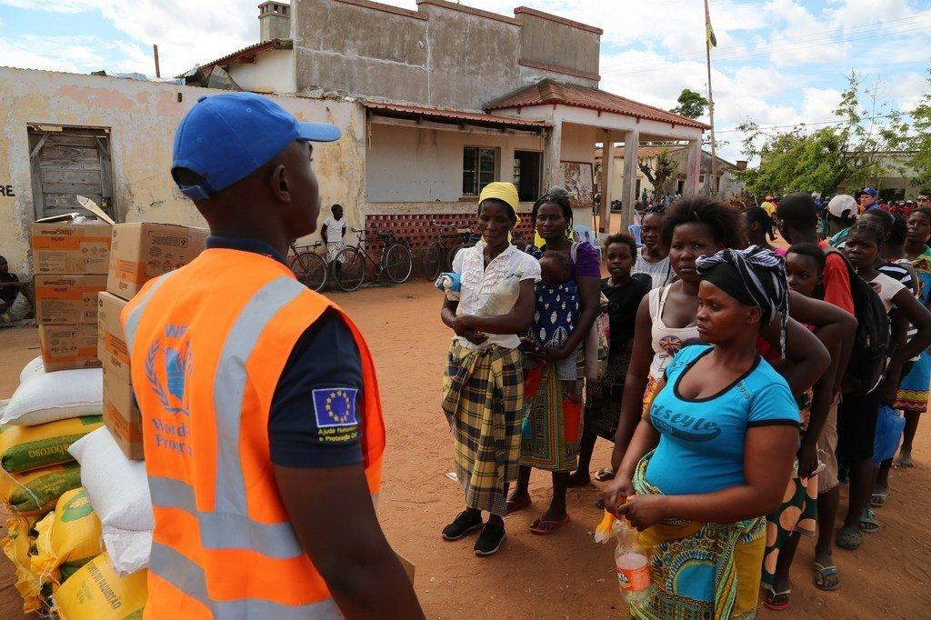 WFP na harakati za kuwasilisha mgao wa chakula kwa waathirika wa kimbunga Idai katika wilaya ya Buzi jimbo la Sofala.