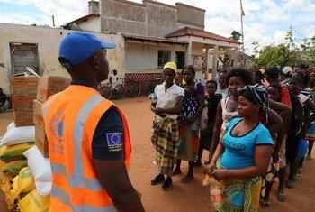 Au Mozambique, le PAM accélère ses distributions de nourriture aux personnes affectées par le cyclone Idai.