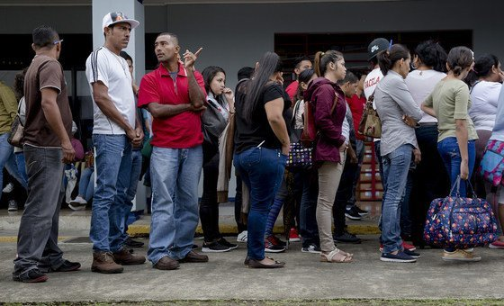 Asylum-seekers from Nicaragua wait to file their applications at the immigration office in the capital of Costa Rica, San Jose (August 2018).