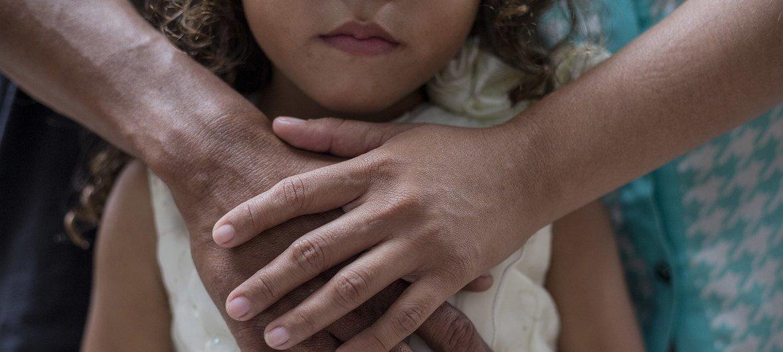 Una niña y su familia piden asilo en San José, Costa Rica, después de huir de Nicaragua.