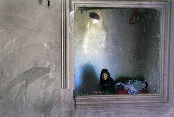Una mujer mayor retenida en el centro de detención de mujeres en el norte de Afganistán (2010)
