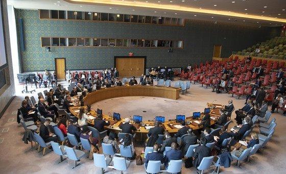 """Fazendo um retrato do trabalho da ONU no país, Mueller afirmou estar """"muito preocupada"""" com a proteção dos civis, particularmente em Darfur, onde continuam os relatos de incidentes violentos envolvendo pessoas deslocadas internamente."""