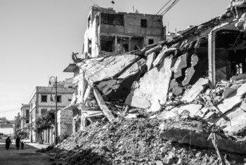 Foto de archivo. Ocho años después del levantamiento libio y la caída del régimen de Gaddafi, el camino hacia la paz y la estabilidad sigue siendo difícil. Las ruinas de la guerra permanecen intactas.
