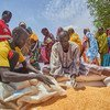 WFP wakisambaza mgao wa chakula kwa wakimbizi wa ndani karibu ni makazi ya Murta, Kadugli jimbo la Kordofan Kusini