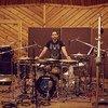 Antonio Sánchez, compositor y baterista de jazz ganador de cinco premios Grammy, entre ellos uno por la banda sonora original de la película Birdman delante de su batería.