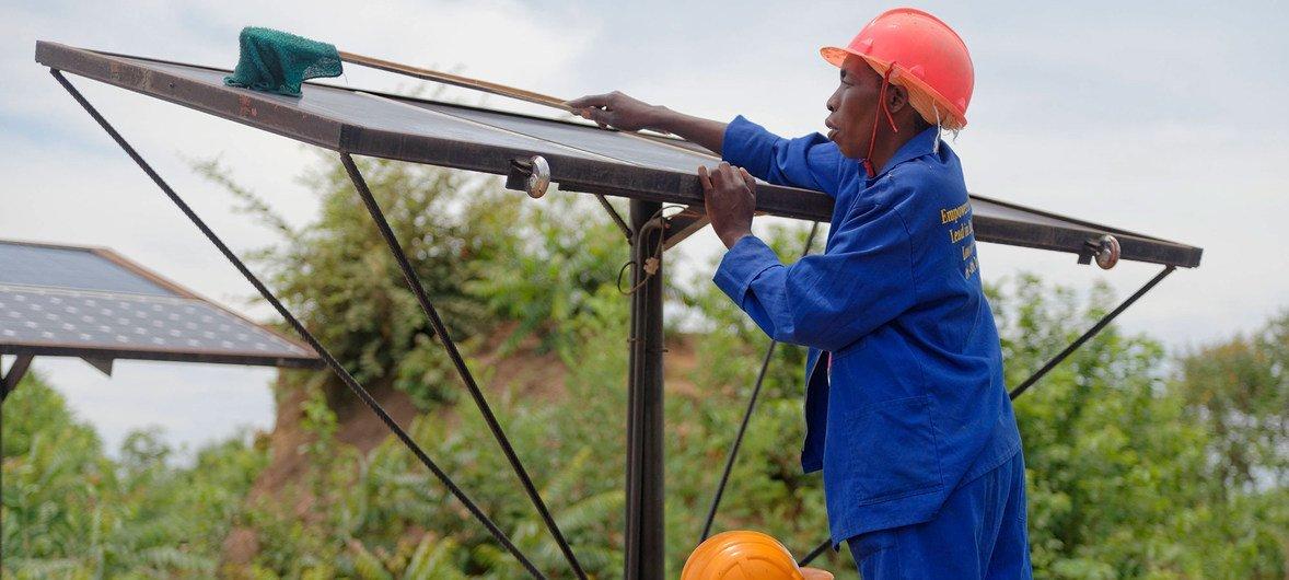 सौर ऊर्जा से ज़ाम्बिया में कई घरों को रौशन किया जा रहा है.