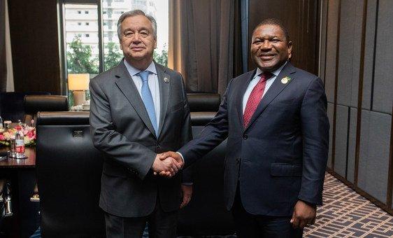 António Guterres, secretário-geral da ONU e o presidente da Moçambique, Filipe Nyusi, durante encontro em Pequim.