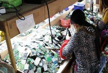 Seuls 20% des déchets électriques et électroniques sont traités via des filières de recyclage officielles bien que leur valeur soit estimée à 55 milliards d'euros.