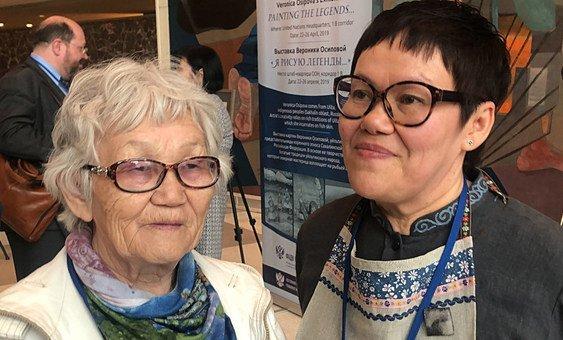 Елена Бибикова и ее дочь Вероника Осипова на выставке в ООН