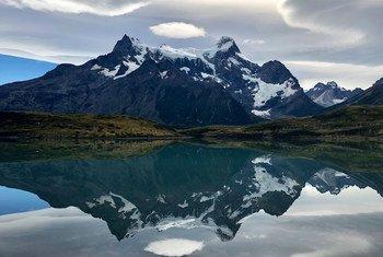 चिली में तोरेस देल पेएन नेशनल पार्क का दृश्य.