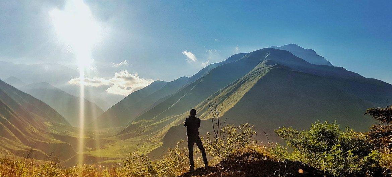 सूर्योदय का एक दृश्य. पृथ्वी की सलामती के लिये इन्सानों को बहुत ज़िम्मेदारी दिखानी होगी.