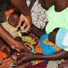 मलावी में पांच महीने की बच्ची को दिया गया मलेरिया का टीका.