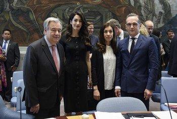 从左至右:联合国秘书长古特雷斯;国际著名人权律师阿迈勒·克鲁尼;伊拉克雅兹迪妇女人权捍卫者纳迪亚·穆拉德和德国外交部长海科·马斯。