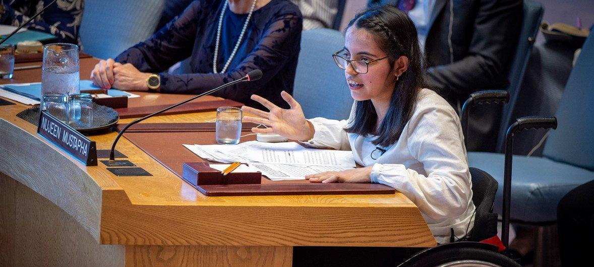 الشابة السورية نوجين مصطفى تتحدث أمام مجلس الأمن عن أوضاع ذوي الإعاقة في سياق الصراع السوري.