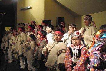 """Niños mapuche de la Orquesta Juvenil de Tirúa en el lanzamiento de la campaña """"Mucho Chile"""""""