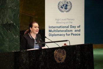 María Fernanda Espinosa Garcés, Présidente de la soixante-treizième session de l'Assemblée générale, prend la parole devant les Etats membres de l'ONU lors de la Journée internationale du multilatéralisme et de la diplomatie pour la paix. (avril 2019)