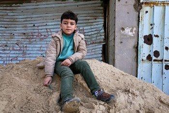 بعد ثماني سنوات من بدء الأزمة في ليبيا وسقوط نظام القذافي، لا يزال الطريق نحو السلام والاستقرار بعيد المنال. ولا تزال آثار الحرب المتهالكة على حالها.