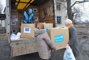 UNICEF distributes aid supplies to women in the village of Petrivske, Donetsk region, Ukraine. (February 2015)
