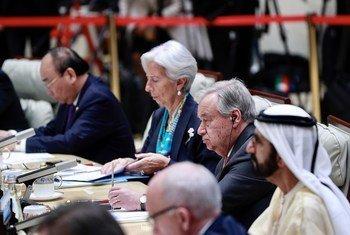 联合国秘书长安东尼奥·古特雷斯出席在中国北京举行的关于促进绿色和可持续发展以实施2030年议程的领导人圆桌会议