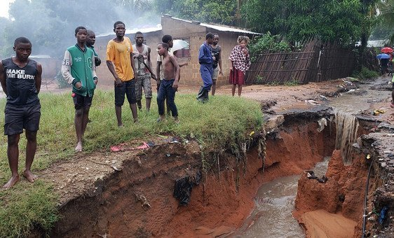 Deslizamentos de terra são temidos no bairro de Mahate, em Pemba, depois que o ciclone Kenneth varreu Moçambique.