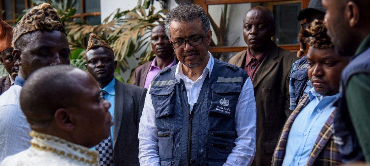 El doctor Tedros, director de la Organización Mundial de la Salud, durante una visita de campo a la República Democrática del Congo.