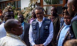 Le Directeur général de l'OMS, le Dr Tedros Adhanom Ghebreyesus, à Butembo. Dans cette ville de l'est de la RDC, des hommes armés ont attaqué le 19 avril un hôpital participant à la riposte à Ebola et tué le Dr Richard Mouzoko, un épidémiologiste à l'OMS.