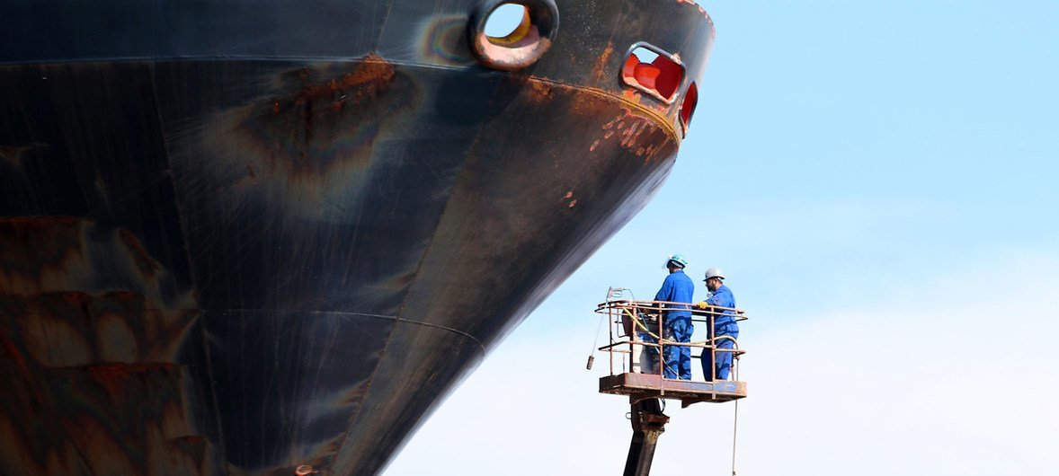 A cleaning operation is being undertaken to remove organisms which have built up on a ship's hull. (1 June 2016)
