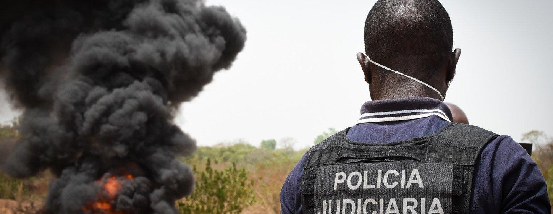 Agente da Polícia Judiciária vê drogas serem queimadas nos arredores de Bissau