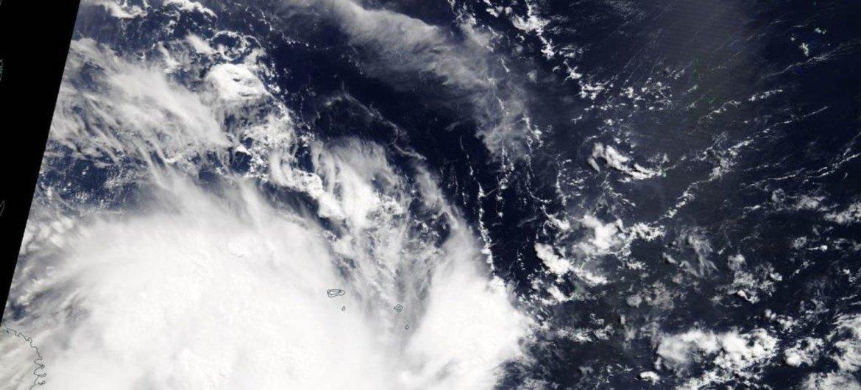 """美国国家宇航局的气象卫星拍下了4月24日热带气旋""""肯尼斯""""逼近莫桑比克时的画面。"""